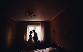 Жених и невеста в спальне блог Лены Леоновой